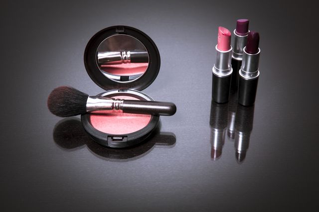 Jak perfekcyjnie pomalować usta szminką