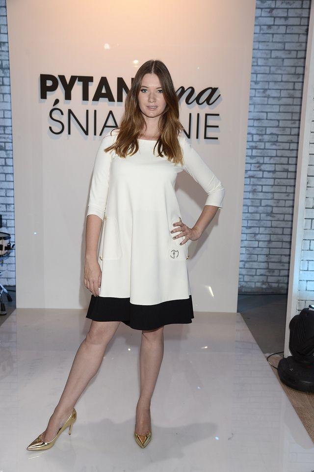 Czy sukienka od Evy Minge coś ukrywa? (FOTO)
