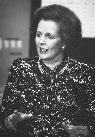 Zmarła Margaret Thatcher, a pokazali zdjęcia Elżbiety II