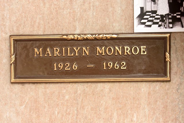 Czy Marilyn Monroe mia�a romans z kobiet�?