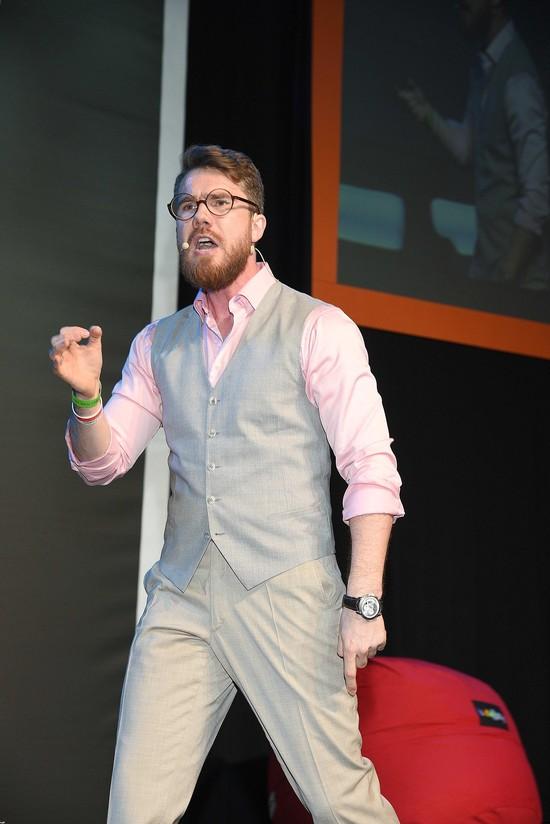 Mateusz Grzesiak - guru samorozwoju robi się lumberseksualny