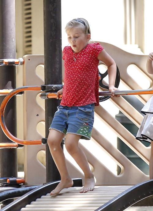 Czyja córka jest gwiazdą lokalnego placu zabaw? (FOTO)