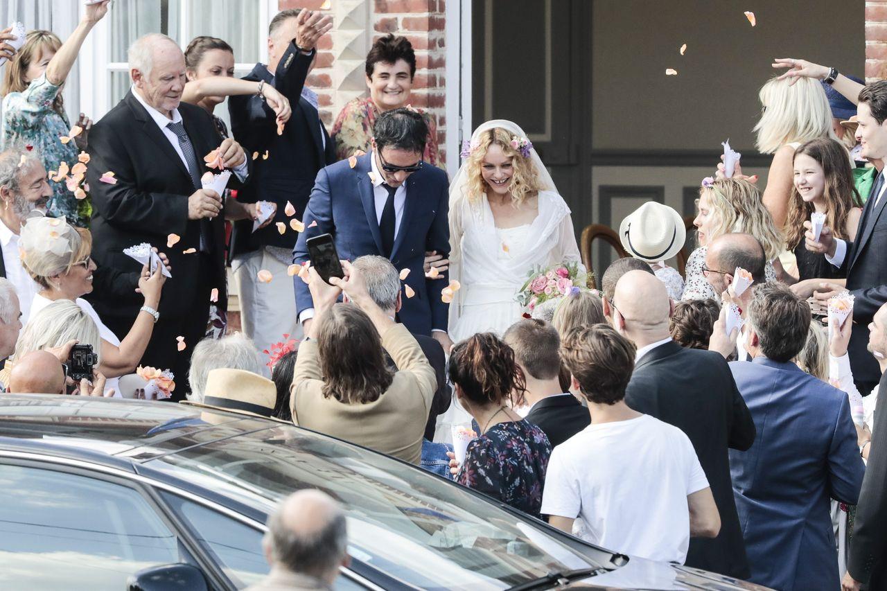 Lily Rose Depp z mamą Vanessą plotkują po jej ślubie (ZDJĘCIA)