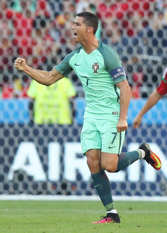 Gwiazdy i celebryci kibicują w meczu Polska - Portugalia