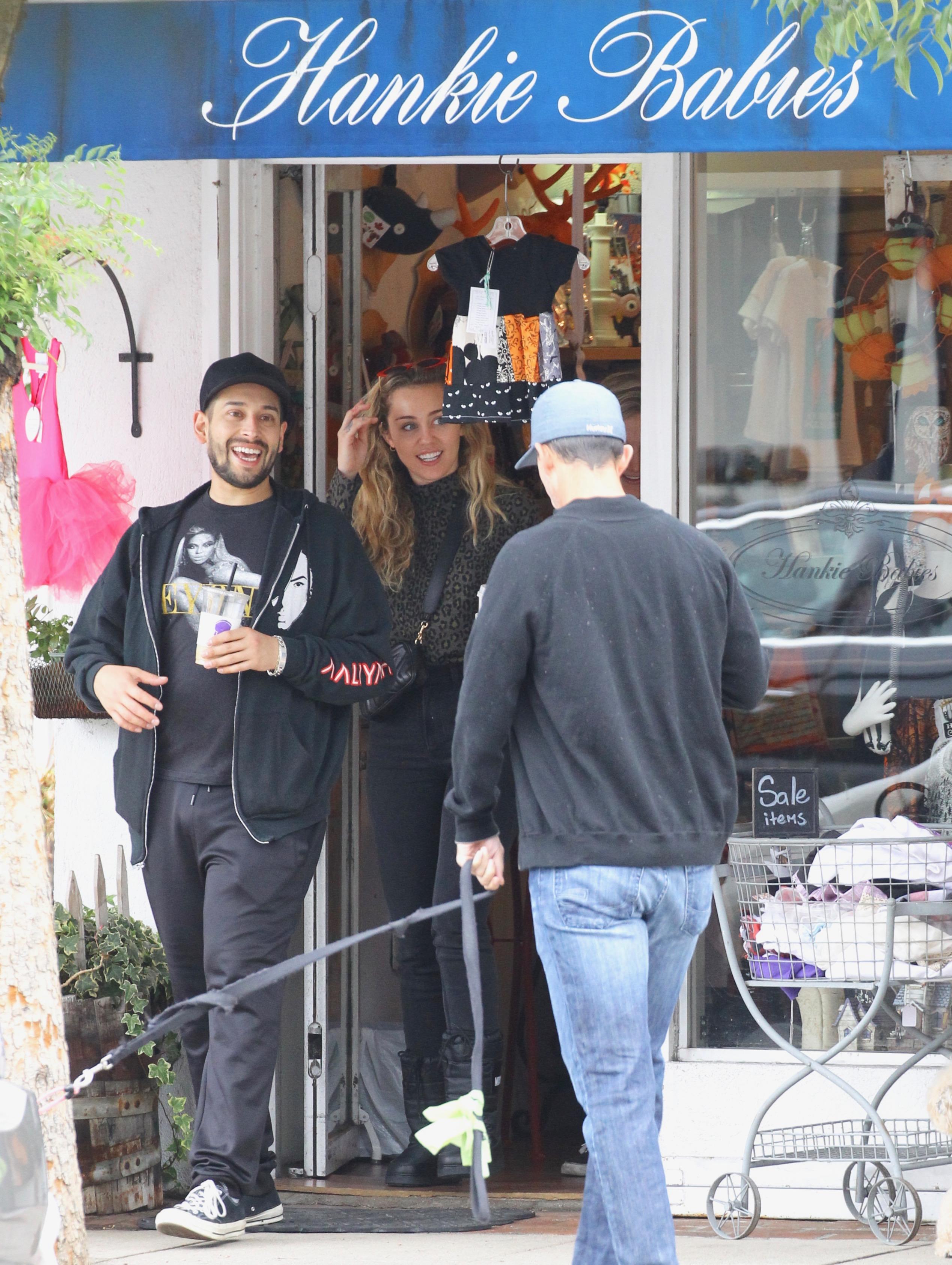 Miley Cyrus jest w ciąży?! Fotografowie przyłapali ją w jednoznacznej sytuacji