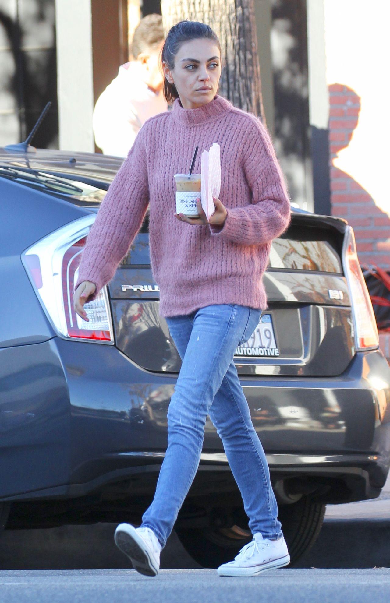 Mila Kunis (35 l.) bardzo schudła i wygląda na zmęczoną (ZDJĘCIA)