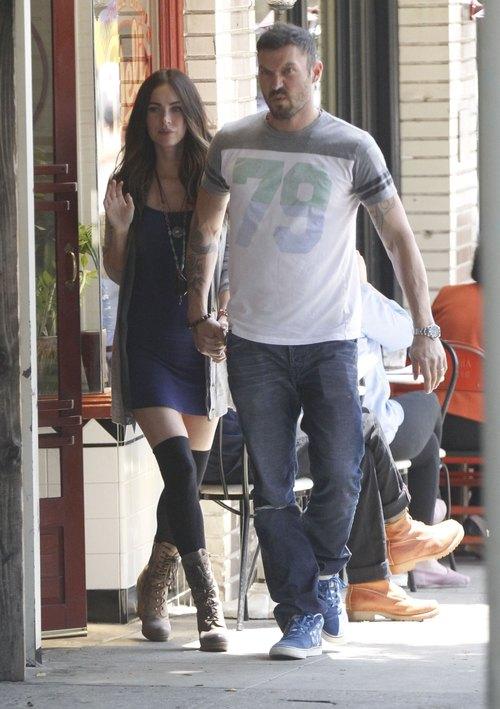 Mąż Megan Fox zasłania jej ciążowy brzuszek (FOTO)