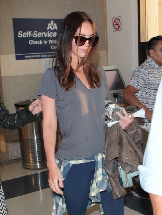 Ups! Megan Fox w legginsach i brudnym t-shircie (FOTO)