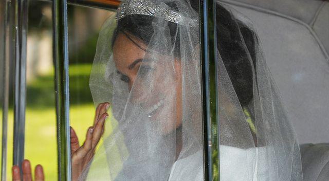 PIERWSZE zdjęcia Meghan Markle W WELONIE i tiarze – jaką suknię ślubną wybrała?