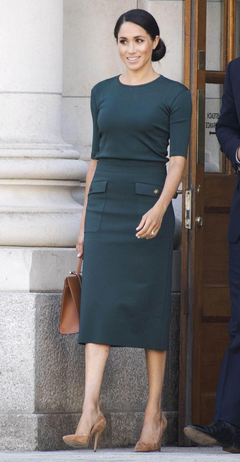 Meghan Markle w ołówkowej sukience w Dublinie (ZDJĘCIA)