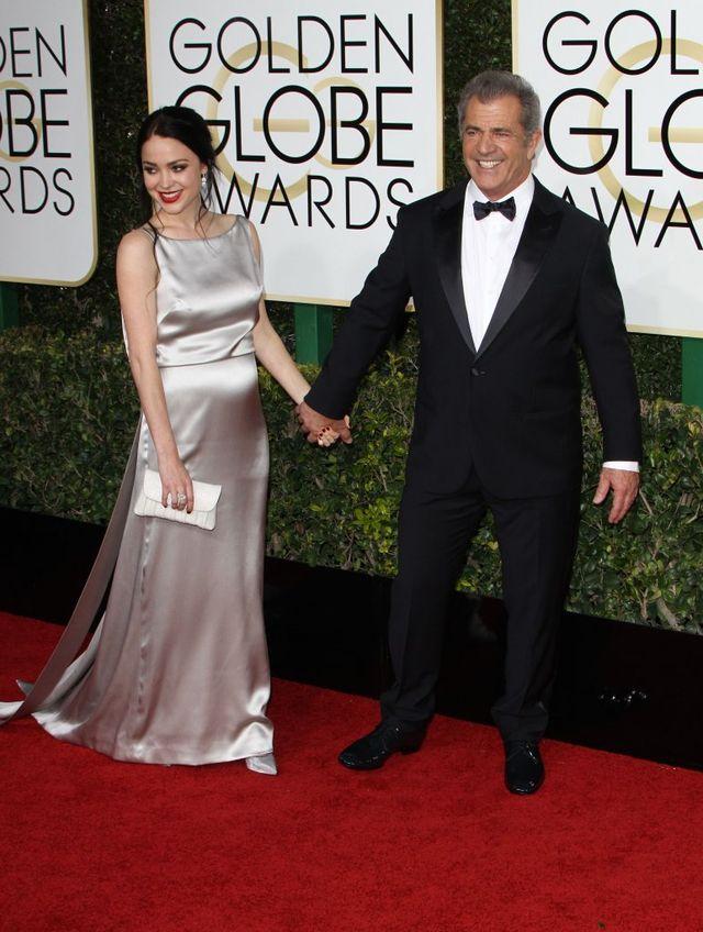 26-letnia partnerka Mela Gibsona na gali Złotych Globów pokazała ciążowy brzuch