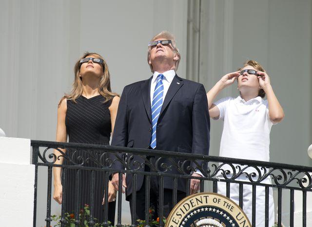 Melania i Donald Trump oglądali zaćmienie słońca (ZDJĘCIA)
