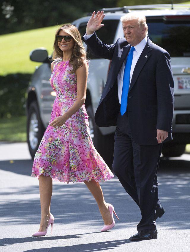 Dlaczego Melania Trump prawie ZAWSZE nosi SZPILKI?