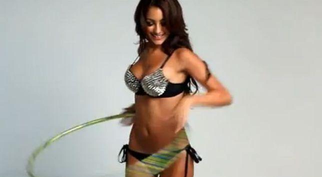 Seksowna Melanie Iglesias – gwiazda internetu z hula hop