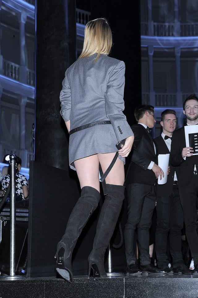 Noga Jessiki Mercedes mówi Wam dzień dobry (FOTO)