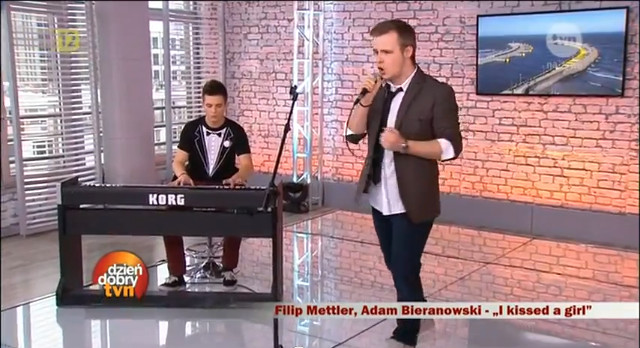 Filip Mettler śpiewa I kissed a girl (VIDEO)