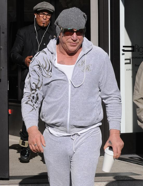 Mickey Rourke niespecjalnie przejmuje się wyglądem (FOTO)