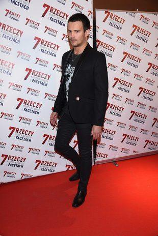 Mikołaj Krawczyk SAM na premierze filmu (FOTO)