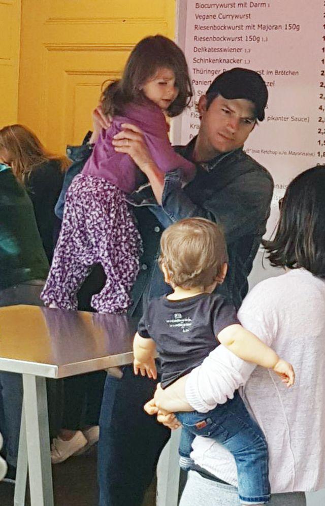 Mila Kunis i Ashton Kutcher zamiast w pięciogwiazdkowym hotelu...