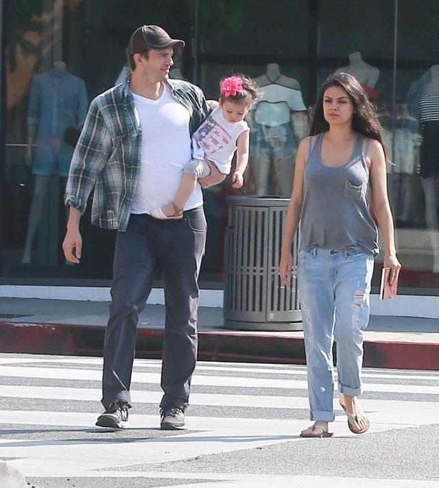 Rodzinne śniadanie Mili Kunis i Ashtona Kutchera (FOTO)