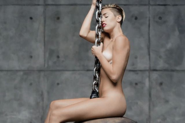 Dlaczego Miley Cyrus chcia�a wyst�pic nago w teledysku?
