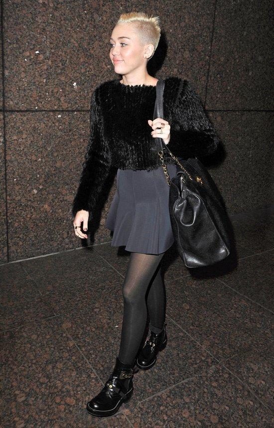 Miley Cyrus w seksownej mini (FOTO)