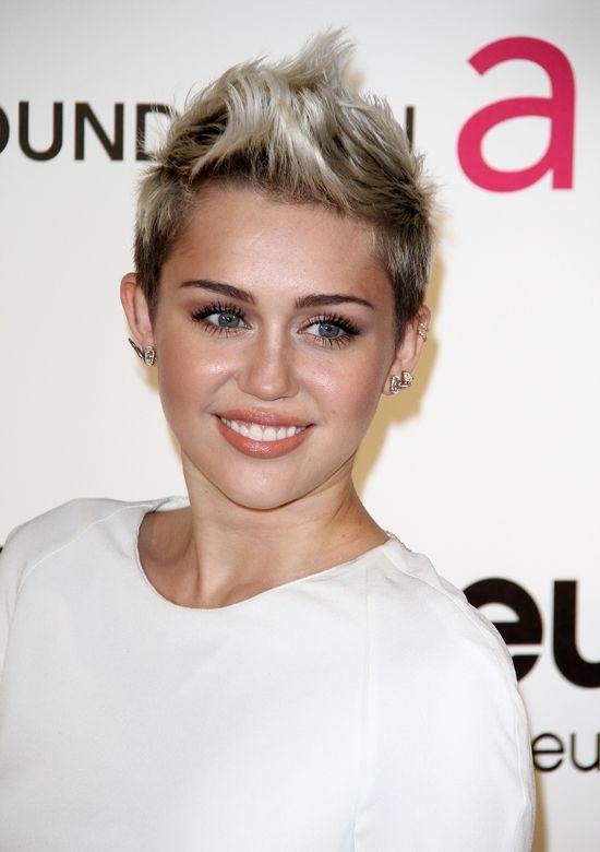 Miley Cyrus i Kelly Osbourne zachwyciły kreacjami (FOTO)