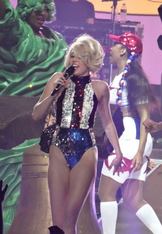 Narcystyczny koncert Miley Cyrus (FOTO)