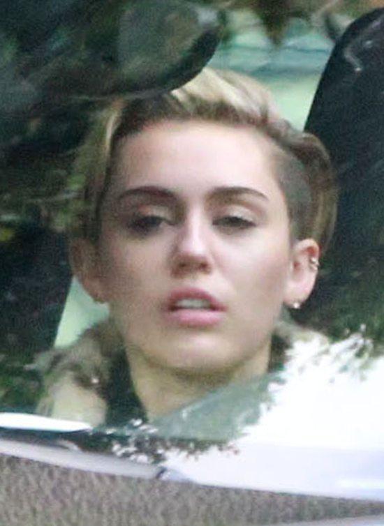 Miley Cyrus wygl�da na przem�czon� (FOTO)