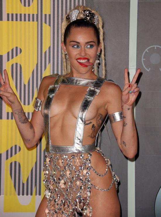 Miley Cyrus na gali MTV VMA nie miała majtek (FOTO)