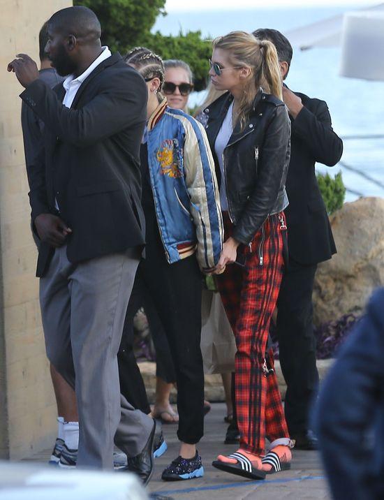 Miley Cyrus przyłapana z dziewczyną (FOTO)