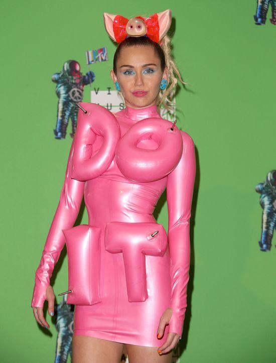 Jeszcze nikt tak nie pojecha� po Miley jak Nicki