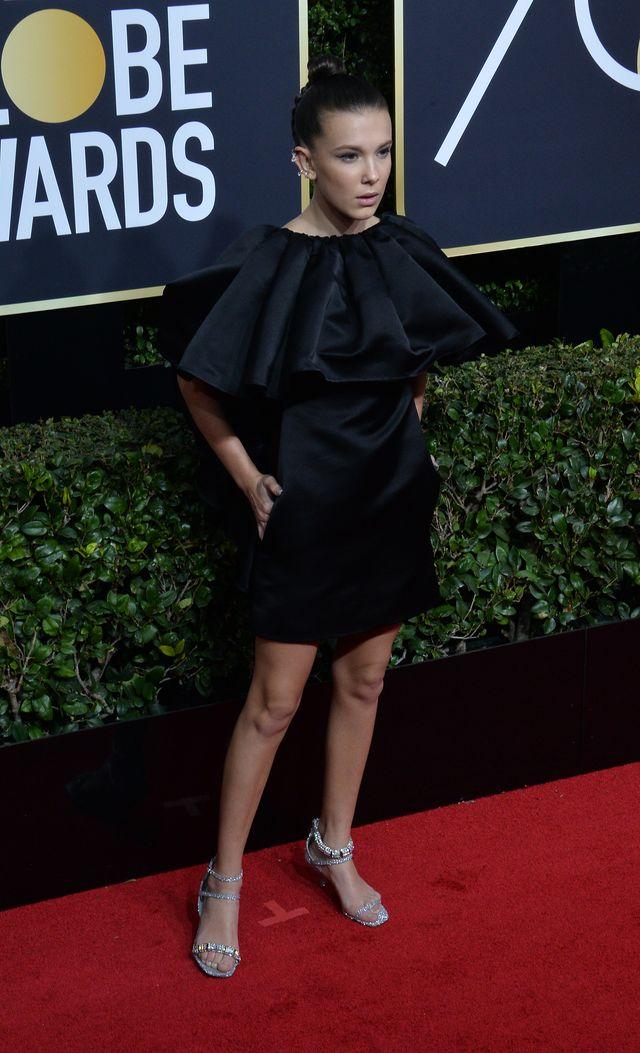 Millie Bobbi Brown w sukience od Calvina Kleina nie wygląda na swój wiek