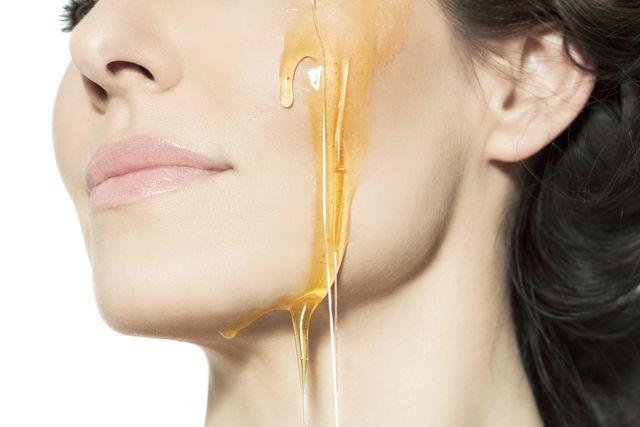 Miód na usta - tania, szybka i smaczna kuracja na spierzchnięte usta