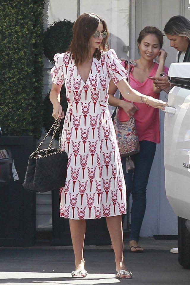 Czy Miranda Kerr chce nam coś powiedzieć? TA SUKIENKA wygląda podejrzanie