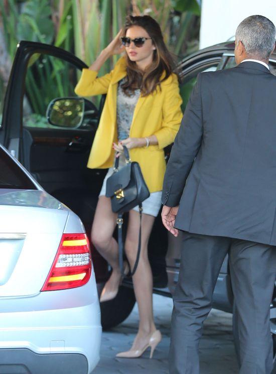 Miranda Kerr - stylowa i sama (FOTO)