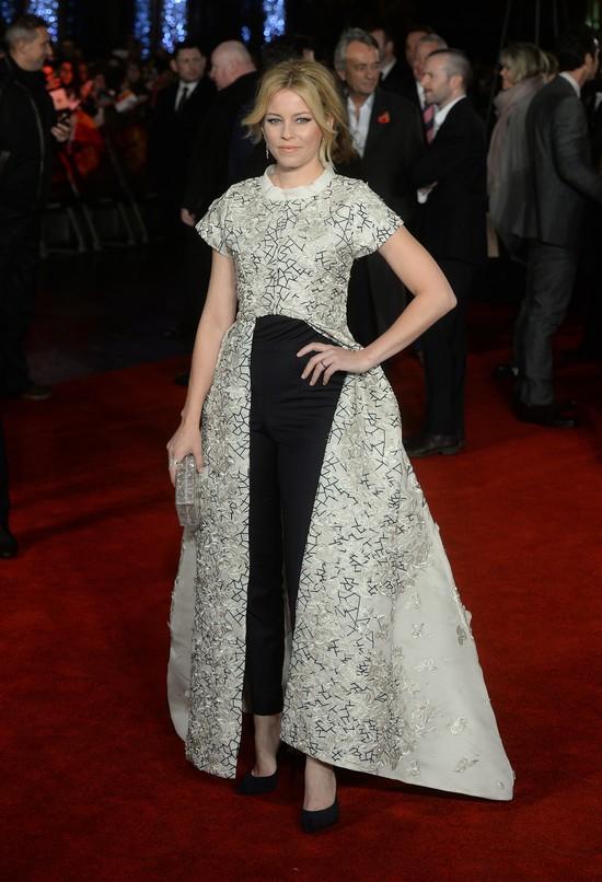 Pół piersi i mokry całus - Jennifer Lawrence jest w formie