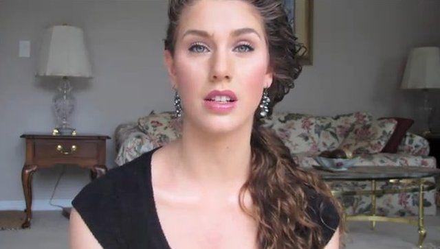 Miała straszny trądzik, dziś jest modelką [VIDEO]