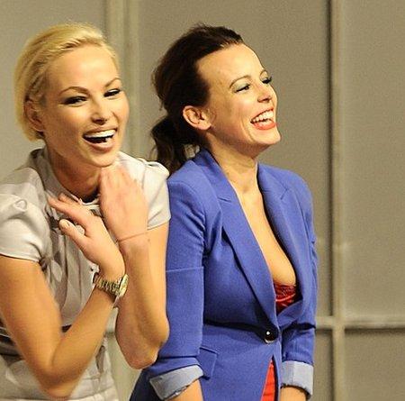 Nieposkromiony biust Anny Muchy na premierze w teatrze