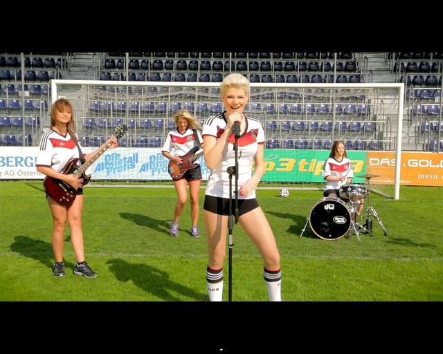 Melanie Mueller - gwiazda filmów porno śpiewa dla Niemców