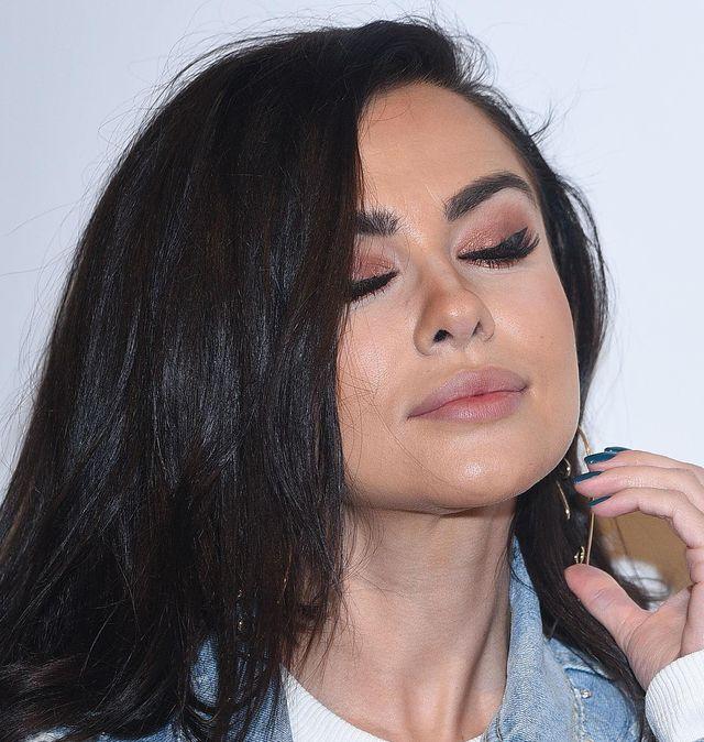 Natalia Siwiec do internauty: Mama mi brwi igłą z nitką podciągnęła...