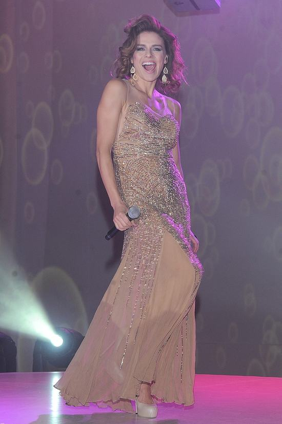 Urbańska w sukience - zbroi oraz złotej kreacji divy (FOTO)