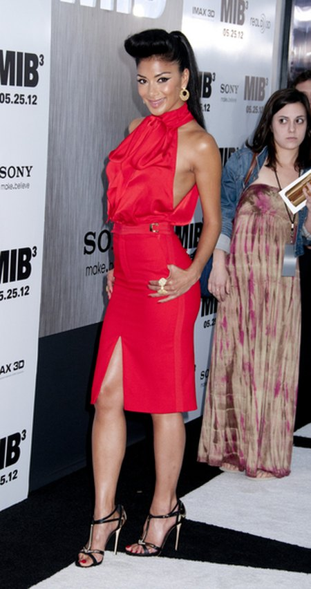 Nicole Scherzinger i jej wielki lok nad czołem (FOTO)