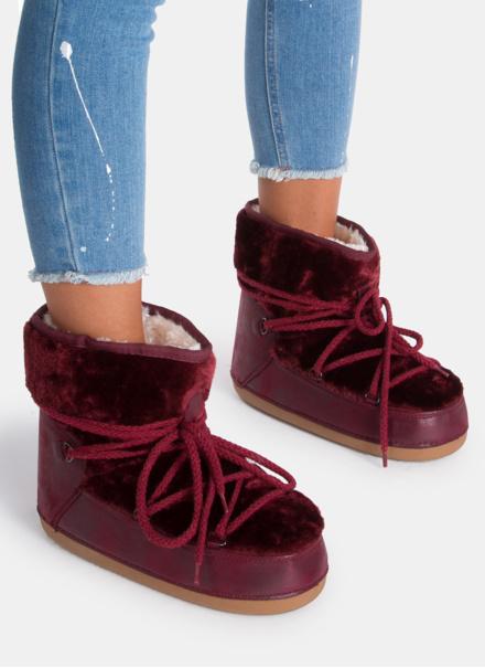 Najnudniejsze buty świata? Wiemy, jak je nosić w dobrym smaku