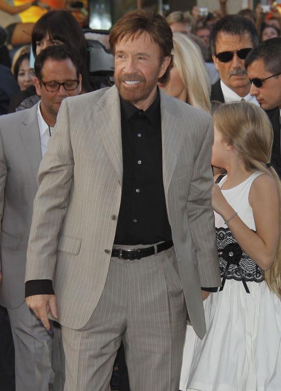 Chuck Norris załatwia kłopoty z półobrotu?