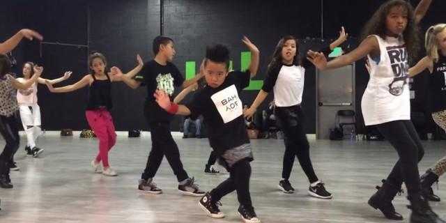 8-latek, który tańczy jak MISTRZ (VIDEO)