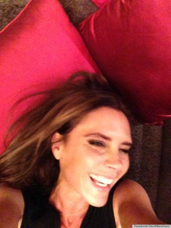 Victoria Beckham śmieje się od ucha do ucha (FOTO)