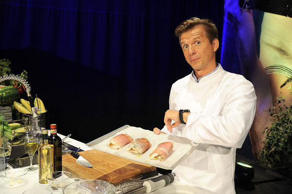Okrasa uczy polskiej kuchni żony ambasadorów