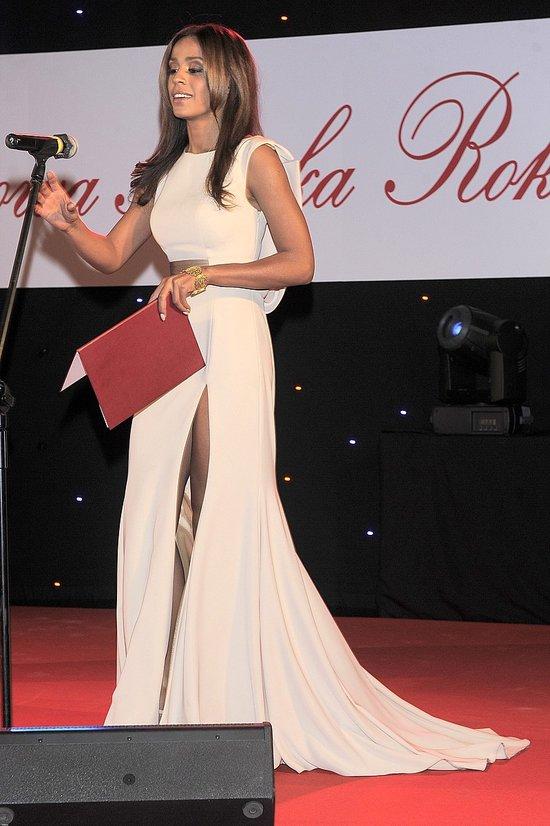 Ola Szwed w seksownej sukni z rozcięciem po udo (FOTO)