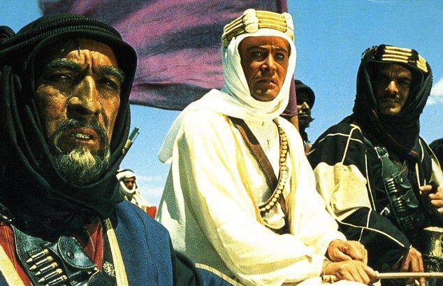 Zmar� Omar Sharif, znany z roli w filmie Lawrence z Arabii